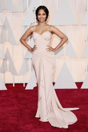 zoe saldana in versace she looks absolutely gorgeous